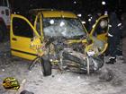 На Сумщине «Газон» разворотил легковушку. Итог аварии печален: погибли два человека. Фото