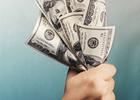 Доллар продолжает дешеветь в обменниках столицы