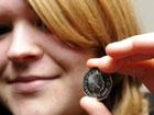 Британская студентка нашла монету из будущего. Фото