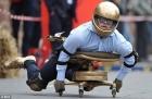 В Германии прошел чемпионат по езде на офисных креслах. Фото