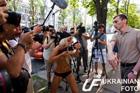 Работник посольства Грузии напал на активисток Femen и журналистов. Один из представителей СМИ угодил в больницу. Фото