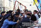 МВД утверждает, что на Крещатике до сих пор «развлекаются» пять тысяч спецназовцев