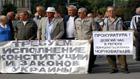 Львовские чернобыльцы подхватили эстафету. Заборы пока не ломают, но Пенсионный фонд уже захватили
