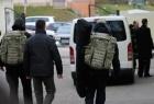 Азаров так доверяет собственному народу, что на встречи ходит уже со снайперами. Фото