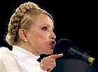 К Тимошенко пришли люди в белых халатах и провели манипуляции руками. Говорят, будет жить