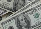Доллар одной ногой свалился ниже психологической отметки. Евро тоже нечем похвастаться