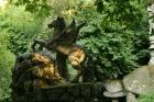 Кто бы подумал, что каменные глыбы, установленные в лесу, могут сделать его известным на весь мир. Фото
