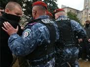 На Майдане немножко потолкались «оранжевые» с «Беркутом». После чего первые разбежались, а автозаки отогнали