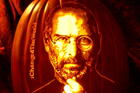 Американский художник «поселил» Стива Джобса и других знаменитостей в тыквах. Фото