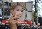 «Юлю - на выборы. Раду - в отставку». Под стенами СИЗО кипешуют сторонники Тимошенко. День Свободы обещает быть жарким
