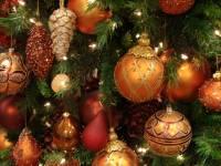 В Окленде установка новогодней елки закончилась падением вертолета. Кстати, на Майдане тоже уже собирают лего-красавицу. Видео