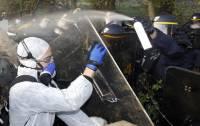 Французская полиция не хуже нашей может заткнуть рот любому проявлению свободы слова. Фото