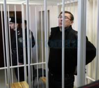 Свидетель по делу Луценко рассказала, как начисляла пенсию Приступлюку – бумага, ручка и калькулятор