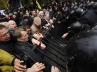 Мордобой в Донецке продолжается. Одного из охранников забрала скорая