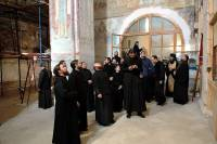 Запорожская епархия решила научить всех обитателей мужского монастыря стрелять. Интересно, с чего бы это?