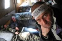 Чернобыльцы, голодающие под Кабмином, начинают покупать билеты домой.  И здоровье уже не то, и по ночам холодно