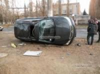 В суровом Николаеве Volkswagen перевернул вверх тормашками крутой Lexus. Фото
