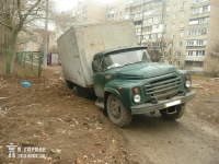 Пол-литра? Вдребезги?.. В Донецке грузовик с пивом провалился под землю. Фото