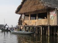 Город, построенный на воде. Сложно поверить, что в таких условиях вообще можно жить. Фото