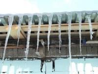 Черновцы вот-вот останутся без питьевой воды. Людей просят не паниковать - можно топить снег и грызть сосульки