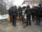 Как «люди в черном» с собаками донецких чернобыльцев третировали. Видео