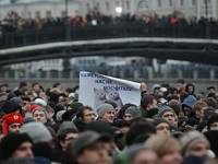 Число митингующих в центре Москвы неумолимо приближается к сотне тысяч