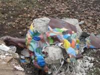 В Луганске какие-то идиоты разнесли на куски подарок львовян – Расписного льва. Фото