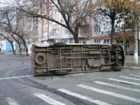 Неработающий светофор в Кременчуге спровоцировал аварию: перевернулась маршрутка с пассажирами. Фото
