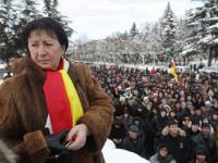 Страсти накаляются. Фанаты осетинской «Тимошенко» подтягиваются в центр Цхинвали