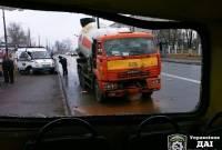 Киев. Водитель бетономешалки с похмелья заснул за рулем и протаранил переполненную маршрутку. Фото