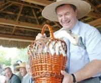 Янукович понял, что крестьяне на одной картошке не выживут, им еще и деньги нужны. Наконец-то