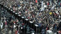 В Москве становится жарко. На проспекте Сахарова собрались уже 14 тысяч митингующих