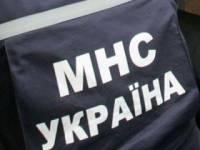В Днепропетровске горит баржа. Из-за пожара пришлось остановить поезд