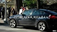 Жители Нью-Йорка вышли на улицы, чтобы поддержать московский митинг. Некоторые не пожалели даже собственные автомобили