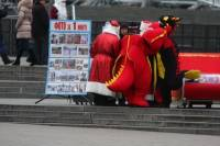 Киев атакуют Деды Морозы. Фото