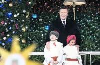 Янукович превзошел сам себя. Если верить источникам, новогоднее поздравление он записал с первого дубля