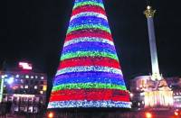 Столичная елка признана лучшей в Восточной Европе. А Азарову наряженный конус не понравился