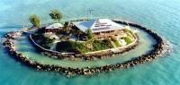 Януковичу на заметку. В Атлантическом океане за гроши продается частный остров с виллой. Заметьте, уже с вертолетной площадкой. Фото