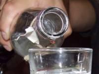 Львовский радиоведущий напился в прямом эфире, чтобы доказать, что водка – зло