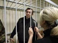 Исчерпав весь свой искрометный юмор, Луценко просто попросил суд отпустить его домой