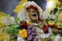 Умеют же люди отрываться. Карнавал в Бразилии впечатляет палитрой красок и страстью танца. Фото