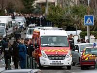 Убийство во французской школе сорвало предвыборную гонку. После такого как-то не до обещаний