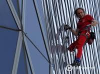 Французский «человек-паук» покорил новую городскую вершину. На этот раз в Индонезии