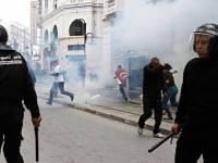 В Тунисе опять жарко. Полиция разгоняет демонстрации слезоточивым газом
