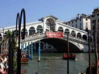 Власти Венеции решили спасти старейший мост города