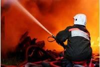 В Киеве на «Шулявке» уже пятый час горит склад секон-хенда