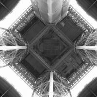 Эйфелева башня с самого необычного ракурса