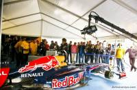 Столица содрогнулась от рева болида Формулы-1 Red Bull