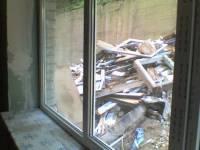 Октябрьская больница в Киеве превращается в руины. Азаров делает вид, что не замечает