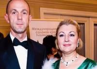 Кожемякин уверяет, но на настоящие бриллианты для жены он так и не заработал